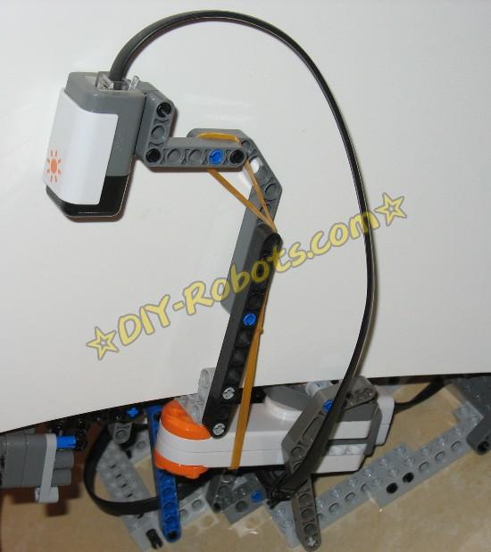 非常重要的一步!因为传感器的杆很长,需要一根橡皮筋来避免晃动。