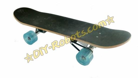 四轮的蓝牙遥控电滑板
