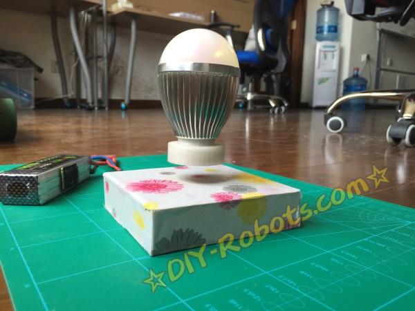 磁悬浮的LED彩灯