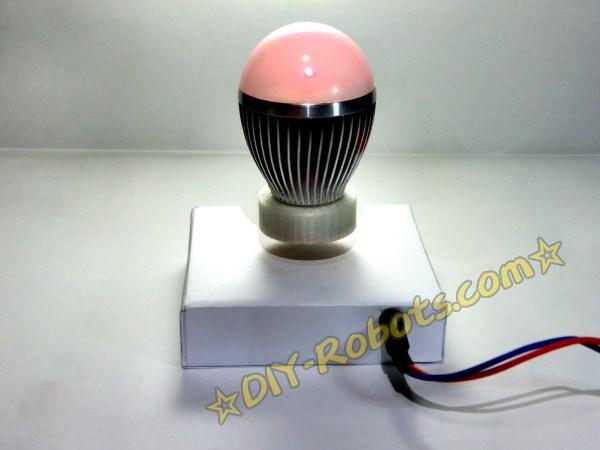 无线供电的磁悬浮灯泡